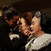 Deby Marques (ass. de maquiagem), Mirna Spritzer e Irene Brietzke (Foto: Fábio Rebelo)