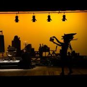 Eduardo Cardoso (Pila Júnior) no cenário criado pelo Diretor de Arte, Fiapo Barth (Foto: Fábio Rebelo)